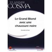 COSMA V. LE GRAND BLOND AVEC UNE CHAUSSURE NOIRE FLUTES